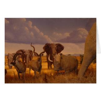 Elefantes africanos e cartão selvagens do antílope