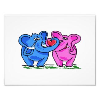 Elefantes bonitos que guardaram um coração impressão de foto