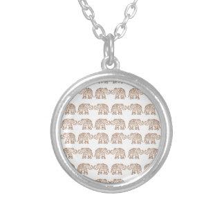 Elefantes indianos colar banhado a prata