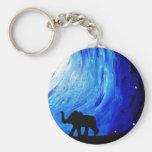 Elefantes sob o luar (arte de K.Turnbull) Chaveiro