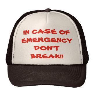 Em caso de urgência não quebre o chapéu do boné