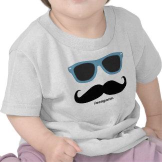 em incógnito - bigode engraçado e máscaras azuis t-shirts