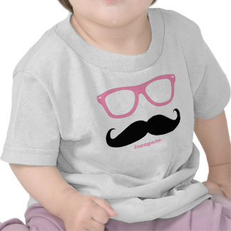 em incógnito - bigode engraçado e máscaras cor-de- camisetas