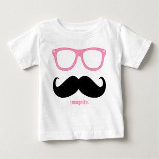 em incógnito - bigode engraçado e máscaras tshirts