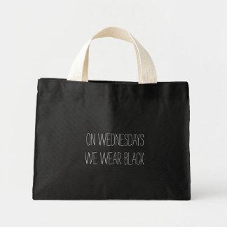 Em quartas-feiras nós vestimos o design preto do sacola tote mini
