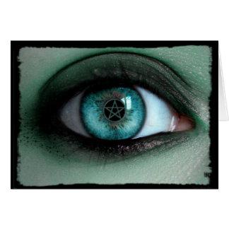 Em um cartão de nota do olho das bruxas