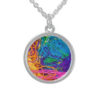 Emaranhados do fio colar de prata esterlina