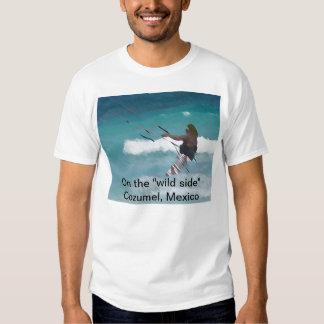 """Embarque do papagaio """"no lado selvagem """" t-shirt"""