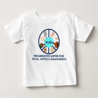 EMPURRE a camisa da criança