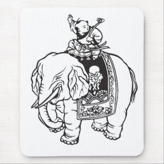 Encanto de boa sorte do elefante da equitação do b mouse pad