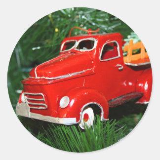 Enfeites de natal vermelhos 3 do caminhão adesivos redondos
