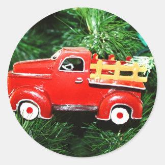 Enfeites de natal vermelhos 4 do caminhão adesivos redondos
