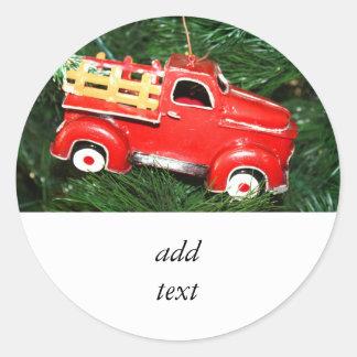 Enfeites de natal vermelhos do caminhão adesivos em formato redondos