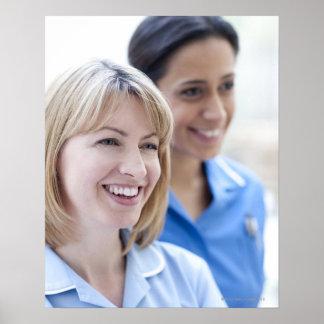 Enfermeiras de sorriso felizes poster
