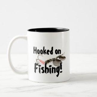Enganchado na caneca da pesca