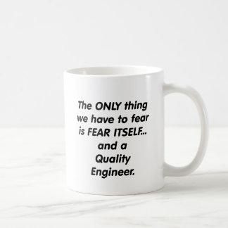 engenheiro da qualidade do medo caneca de café