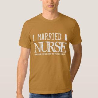 Engraçado eu casei a alguma profissão) um CAMELO Camisetas