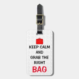 Engraçado mantenha a calma e agarre o saco direito etiqueta de bagagem