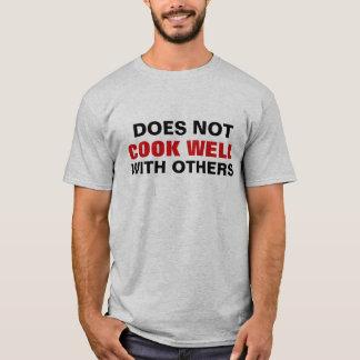 Engraçado não cozinha bem com outro camiseta