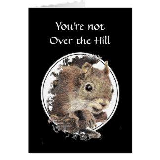 Engraçado sobre o cartão do esquilo do aniversário
