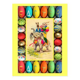 Entrega do ovo da páscoa pelo elefante cartão postal