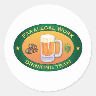 Equipe do bebendo do trabalho do Paralegal Adesivos Em Formato Redondos