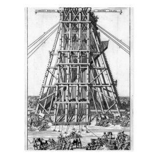 Erigindo o Obelisk egípcio antigo Cartão Postal