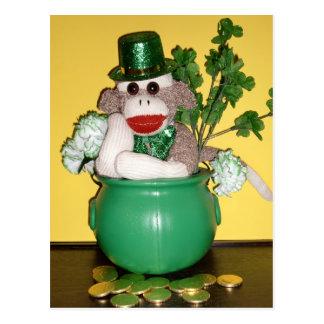 Ernie o cartão do dia do St Patrick do macaco da