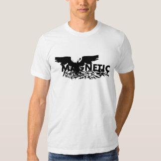 Erro magnético do pássaro t-shirts