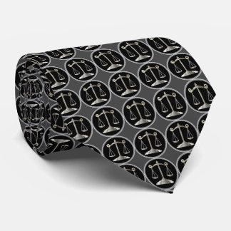 Escalas do advogado da lei | de justiça | gravata