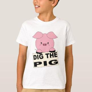 Escave a camisa dos miúdos do porco