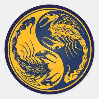 Escorpião amarelos e azuis de Yin Yang Adesivos Em Formato Redondos