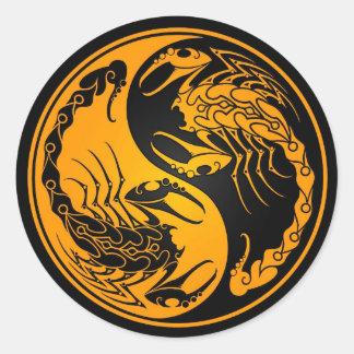 Escorpião amarelos e pretos de Yin Yang Adesivo Redondo