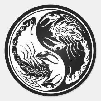 Escorpião brancos e pretos de Yin Yang Adesivos Em Formato Redondos