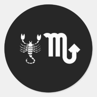 Escorpião com símbolo adesivo em formato redondo