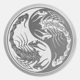 Escorpião de Yin Yang com efeito de aço inoxidável Adesivos Redondos