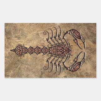 Escorpião tribal áspero adesivo em formato retângular
