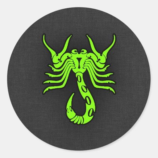 Escorpião verde Chartreuse, de néon Adesivos Redondos