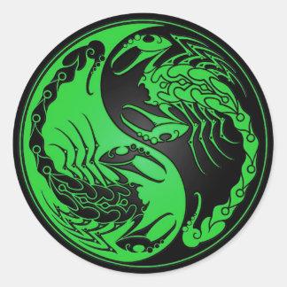 Escorpião verdes e pretos de Yin Yang Adesivos Redondos