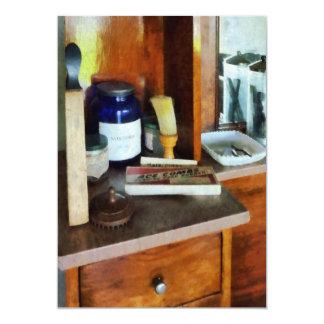 Escova de rapagem e caixa dos pentes convites personalizados
