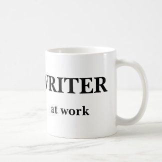 Escritor na caneca do trabalho
