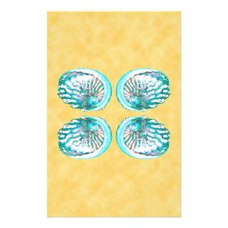 Escudos design turquesa e amarelo do mar modelo de panfleto