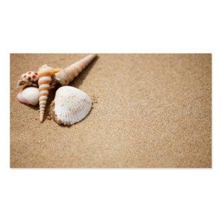 Escudos do mar na praia modelo cartões de visitas