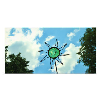 Escultura de vidro de Sun no céu Cartoes Com Foto Personalizados