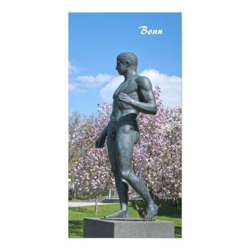 Escultura perto do museu de arte académico em Bona Cartoes Com Fotos