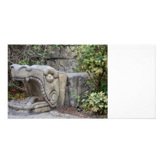 escultura principal do dragão com plantas cartão com foto