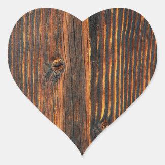 Escuro - textura de madeira alaranjada da parede adesivo coração