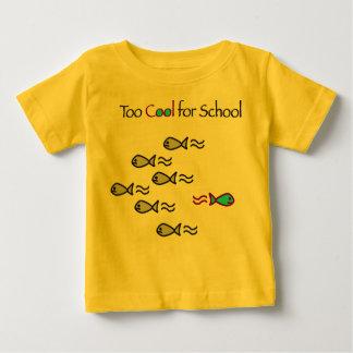 Esfrie demasiado para a escola - camisa da criança t-shirts