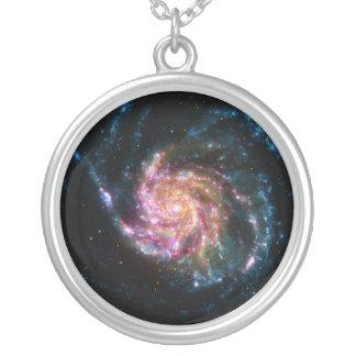 Espaço da espiral da galáxia do Pinwheel Colar Banhado A Prata