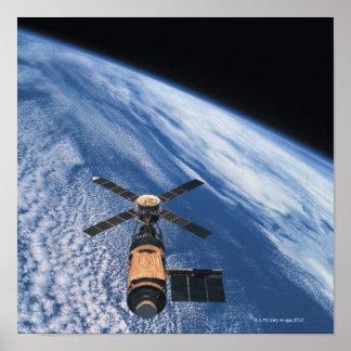 Espaço de órbita satélite poster